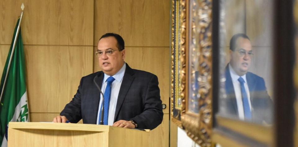 Prefeito Berg Lisboa faz leitura da mensagem anual na Câmara