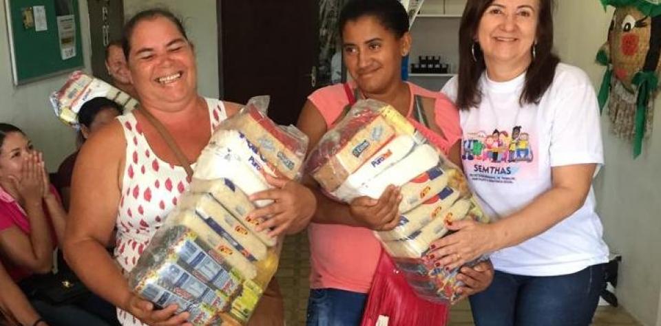 700 famílias de Goianinha são beneficiadas com cestas básicas entregues pela Prefeitura