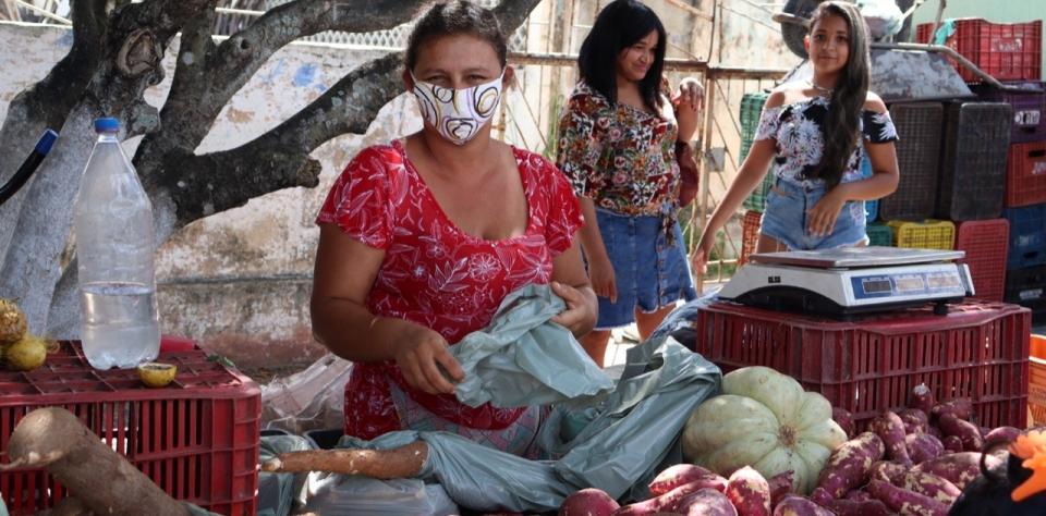 Com medidas restritivas, feira livre é realizada em Goianinha